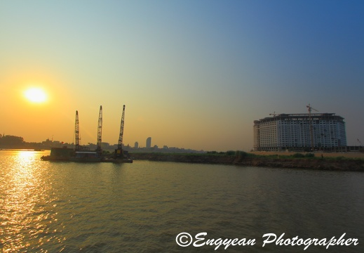 Sunset on the mekong river (4220)